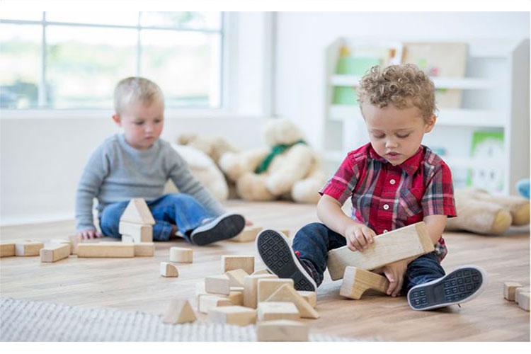 ۹ اسباب بازی چوبی و فکری برای کودکان