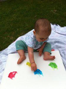 نقاشی با انگشتان یک فعالیت حسی هماهنگی چشم و دست