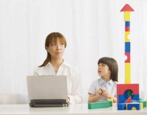 8 اسباب بازی برای تنهایی بازی کردن کودک