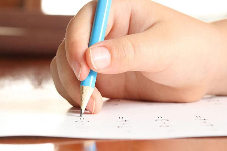 آموزش در دست گرفتن مداد